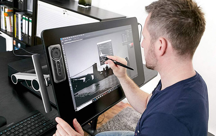 wacom Cintiq Pro 24 size and dimension